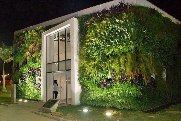 Projetos Diversos: Centros de exposições  por Quadro Vivo Urban Garden Roof & Vertical,Minimalista