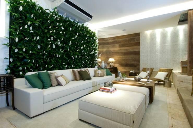 Projetos Diversos: Salas de estar  por Quadro Vivo Urban Garden Roof & Vertical