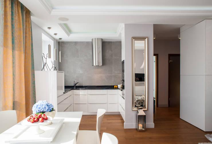Francuska Kamienica: styl , w kategorii Kuchnia zaprojektowany przez Arkadiusz Grzędzicki projektowanie wnętrz