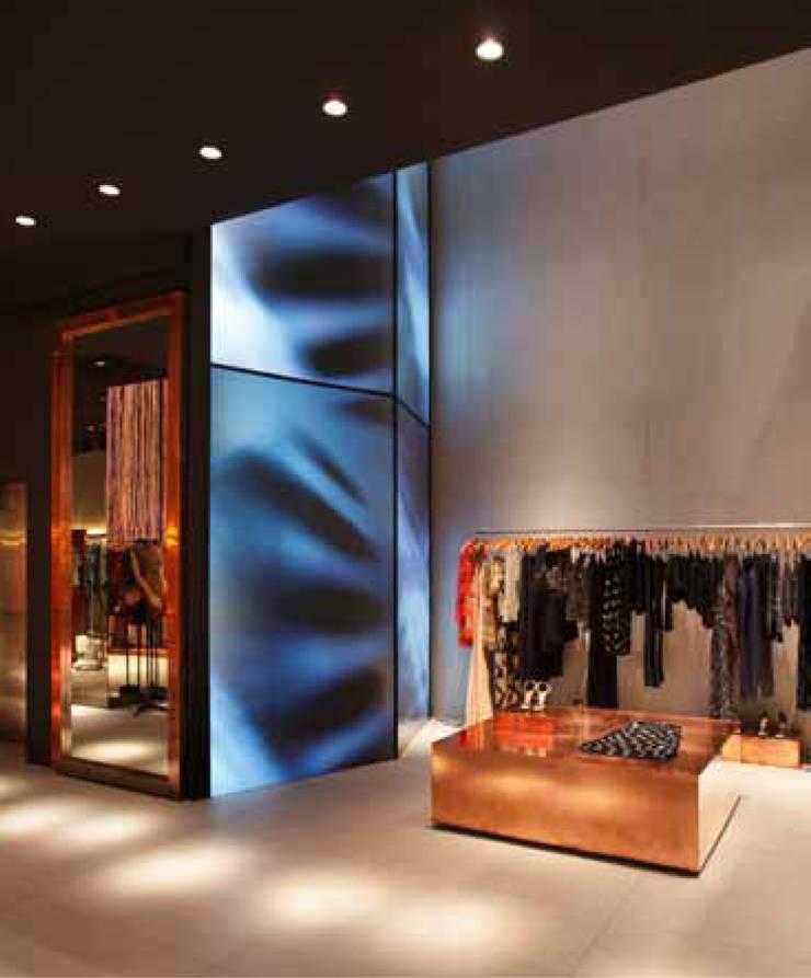 Animale - Oscar freire: Lojas e imóveis comerciais  por Santa Irreverência Arquitetura Design e Construção