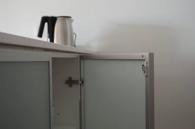 Espacio de guardado para cocina: Cocinas de estilo  por MINBAI