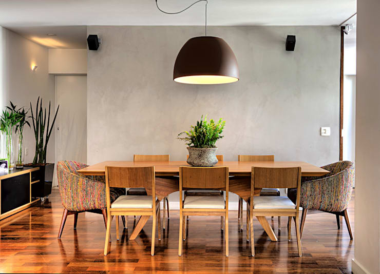 Triplex Alto de Pinheiros: Salas de jantar  por studio scatena arquitetura