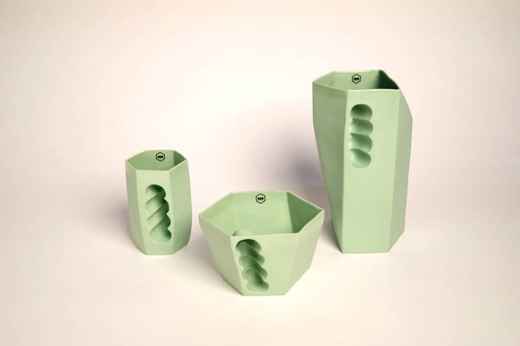 Want porcelain 2.0 groen (schenkkan, soepkom en mok): modern  door Studio Roel Beurskens, Modern