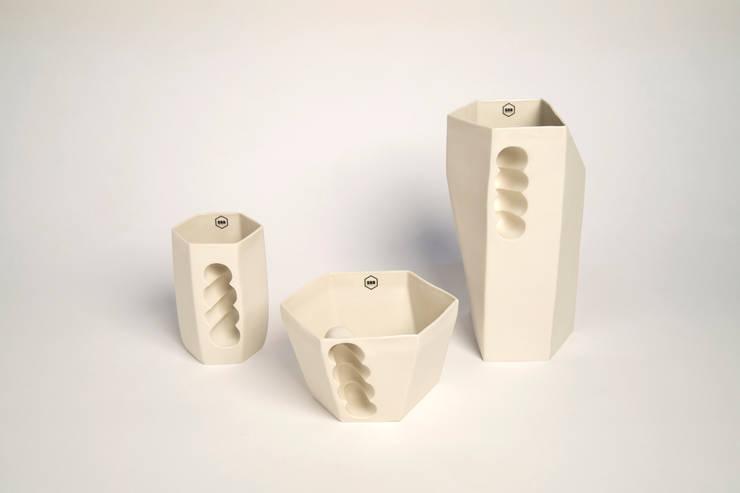 Want porcelain 2.0 wit (schenkkan, soepkom en mok): modern  door Studio Roel Beurskens, Modern
