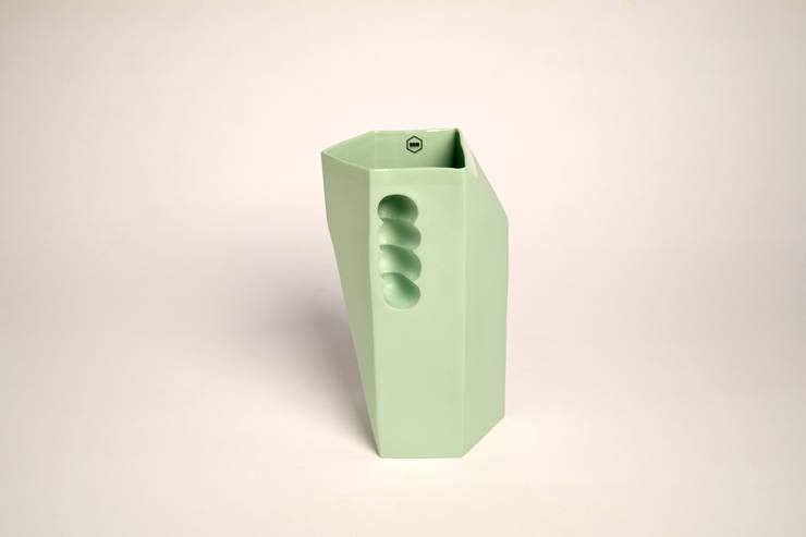 Want porcelain 2.0 groen (schenkkan): modern  door Studio Roel Beurskens, Modern