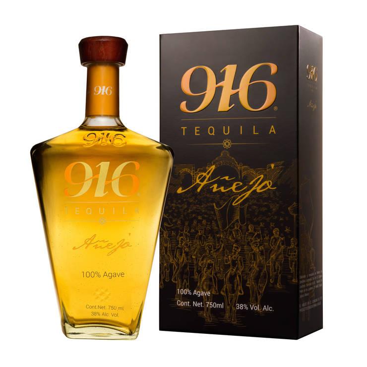 Botella y empaque Tequila 916 añejo: Arte de estilo  por Disémica