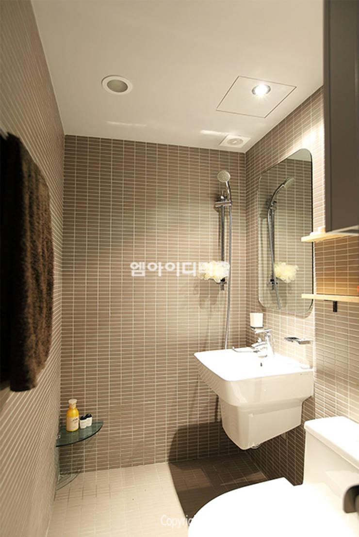 영등포구 당산동 19평형 원룸형 아파트: MID 먹줄의  욕실