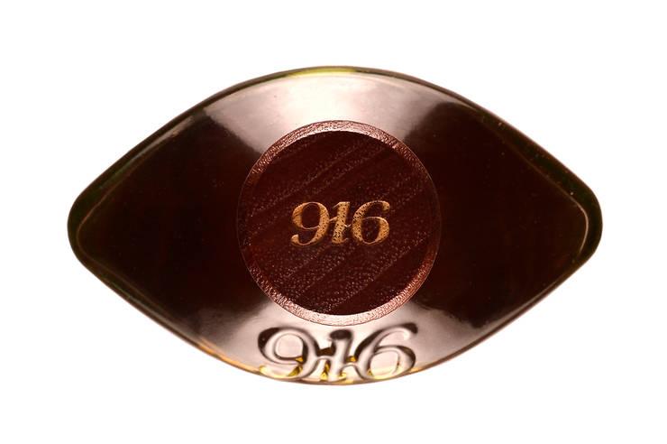 Detalle en vista superior botella Tequila 916: Arte de estilo  por Disémica