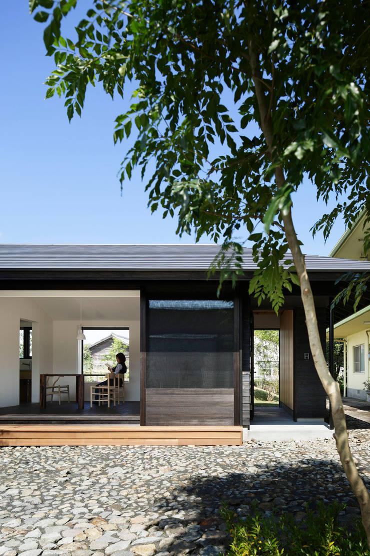 南面外観: 山田伸彦建築設計事務所が手掛けた家です。