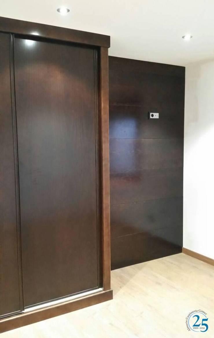 armario: Dormitorios de estilo  de Almacén de Carpintería Gómez