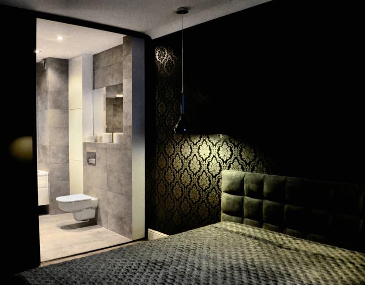 Sypialnia glamour z wejściem do prywatnej łazienki.: styl , w kategorii Sypialnia zaprojektowany przez CAROLINE'S DESIGN