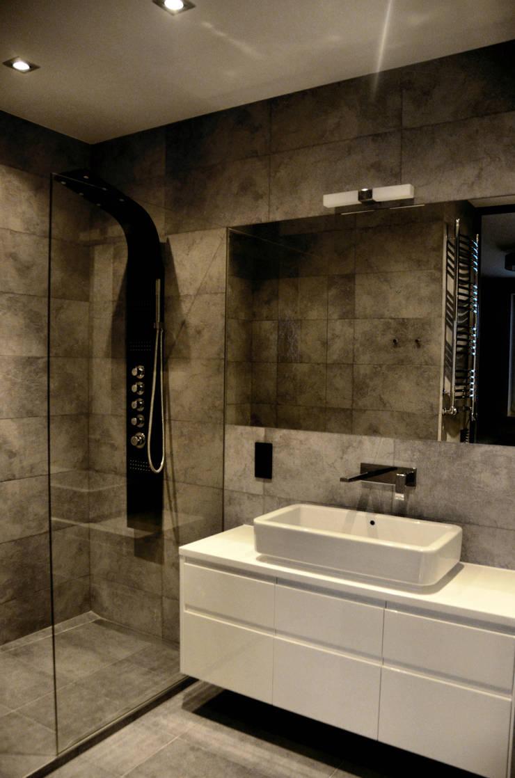 Łazienka: styl , w kategorii Łazienka zaprojektowany przez CAROLINE'S DESIGN