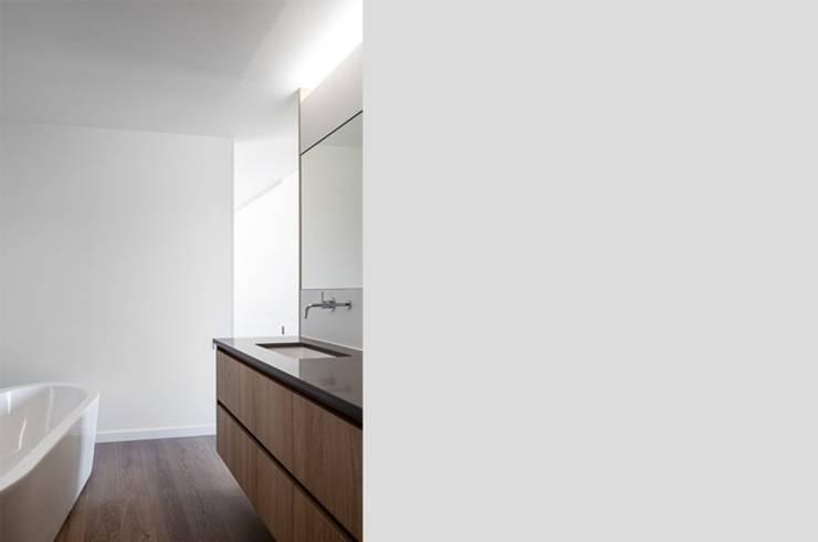 Badezimmer von Pavillonchamps Atelier d'Architecture