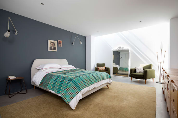 St Johns Avenue: modern Bedroom by Flower Michelin