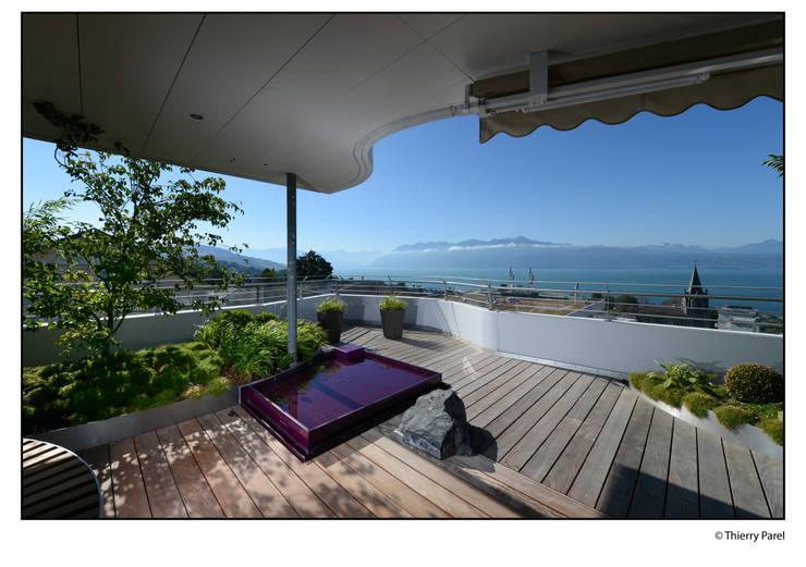 Terrasse urbaine: Balcon, Veranda & Terrasse de style  par Gilbert Henchoz Architectes Paysagistes Associés SA