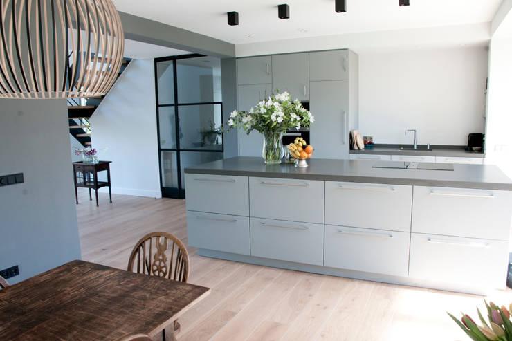 woonkeuken zilva vloeren:  Keuken door Zilva Vloeren