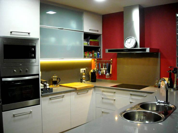 Cocinas de estilo moderno por femcuines