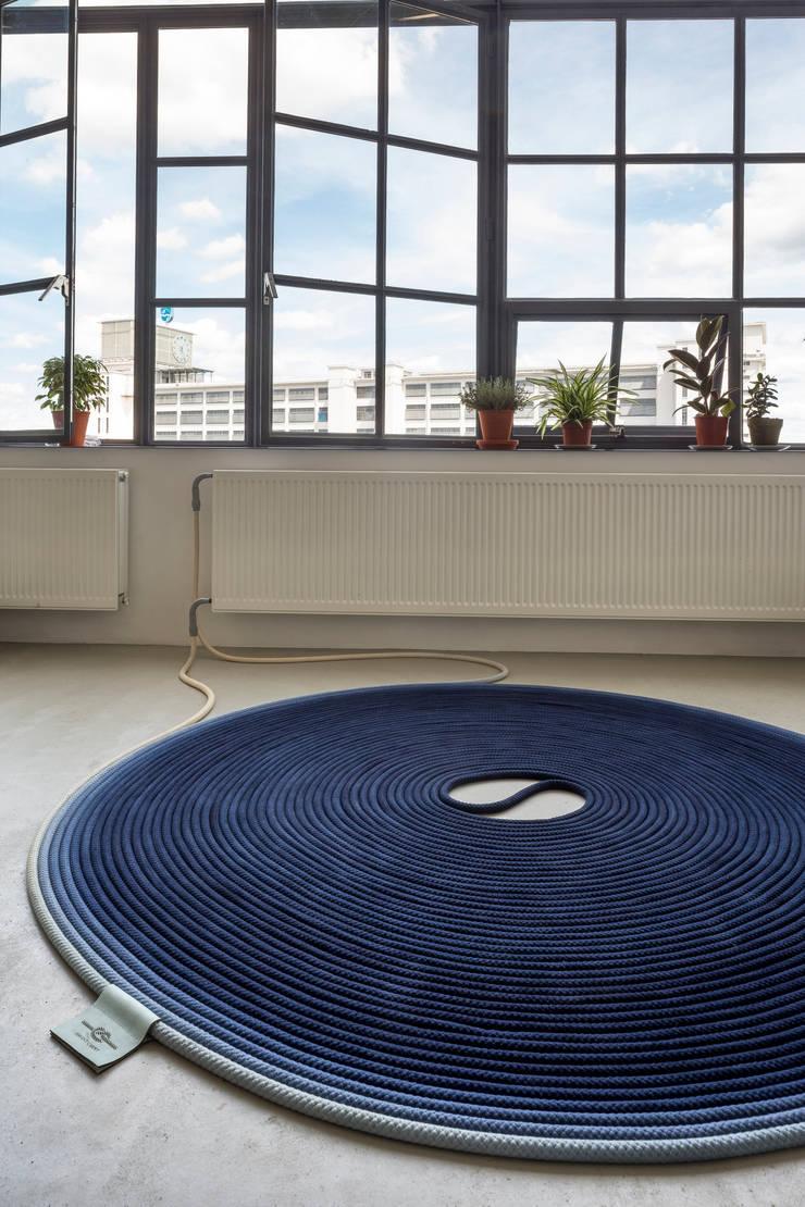 Fervent Carpet:   door Studio Siem & Pabon, Minimalistisch