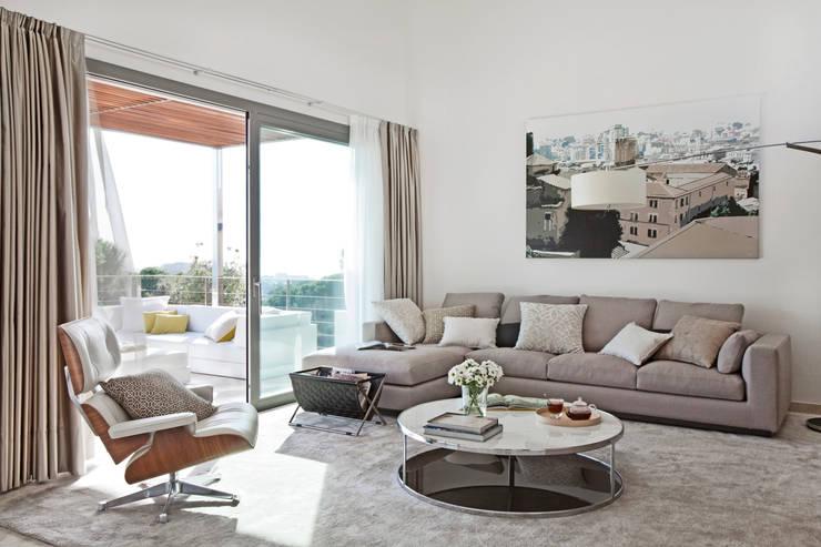 Дом в Сагаро, Испания. Гостиная. IND Archdesign.: Гостиная в . Автор – IND Archdesign