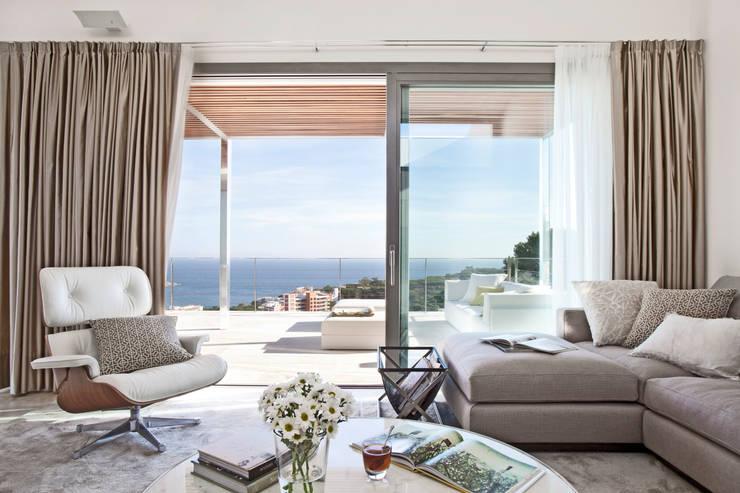 Salon de style de style Méditerranéen par IND Archdesign