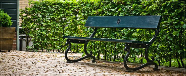 Klassieke gietijzeren parkbank:   door Royal Design, Klassiek