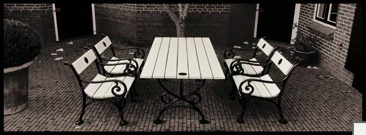 KLassieke gietijzeren tuintafel:   door Royal Design, Klassiek