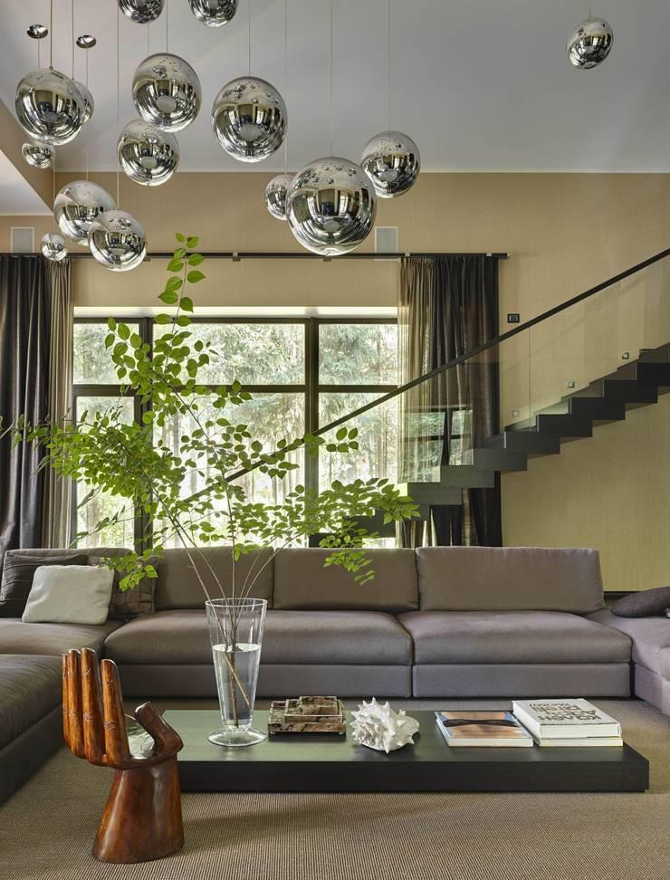 Дом в Подмосковье: Гостиная в . Автор – Chdecoration