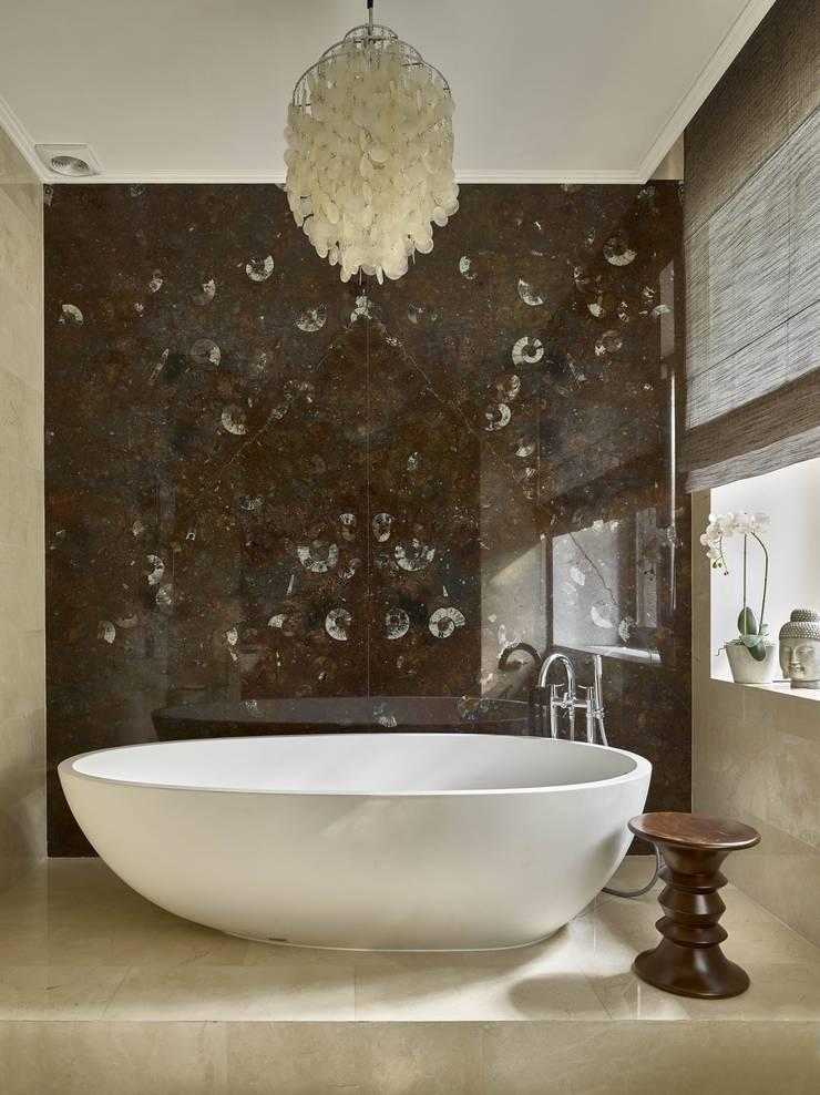 Дом в Подмосковье: Ванные комнаты в . Автор – Chdecoration