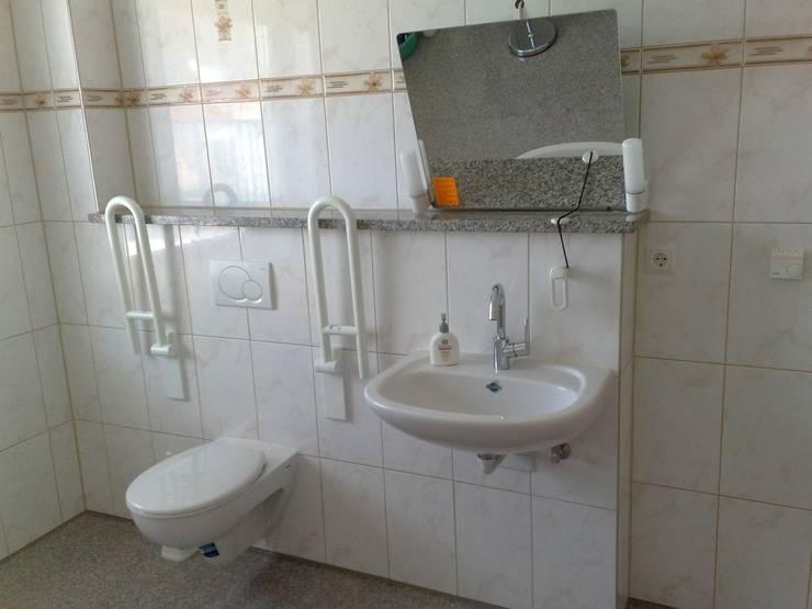 Barrierefreies Waschbecken:  Badezimmer von Mihm Thermohaus
