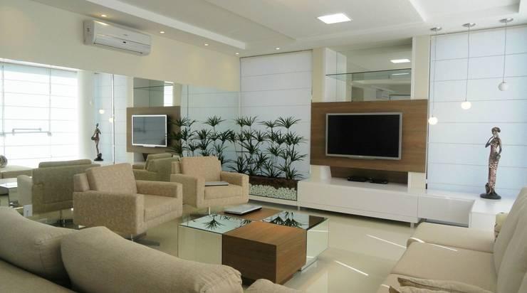 Interior Residência: Sala de estar  por Kubbo Arquitetos