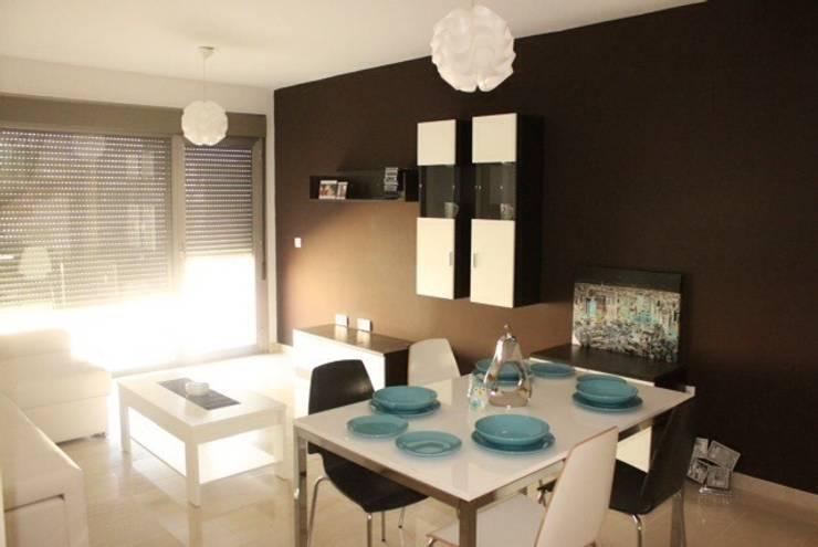 Módulos y mesa.: Comedor de estilo  de Blanc-O Arquitectura de Interiores y Decoración