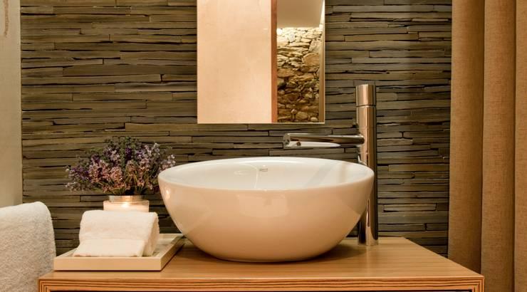 Phòng tắm by PAULA NOVAIS ARQUITECTOS E DESIGN