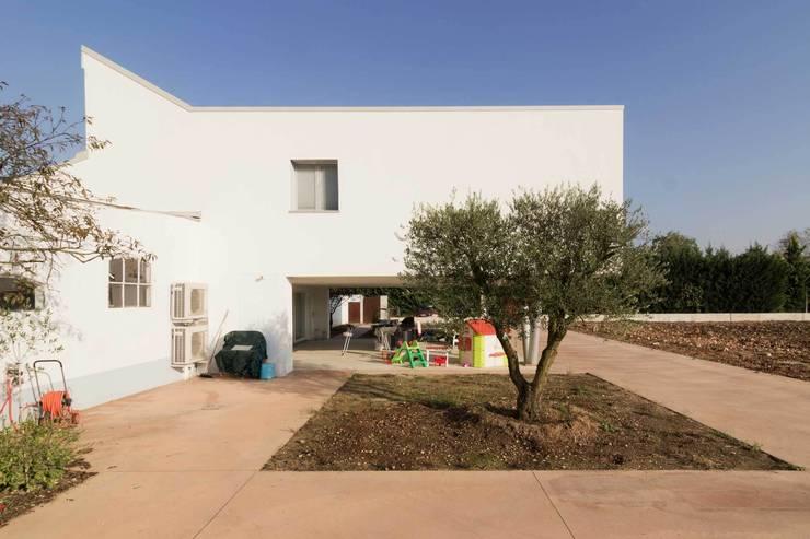Casas de estilo  por Memento Architects