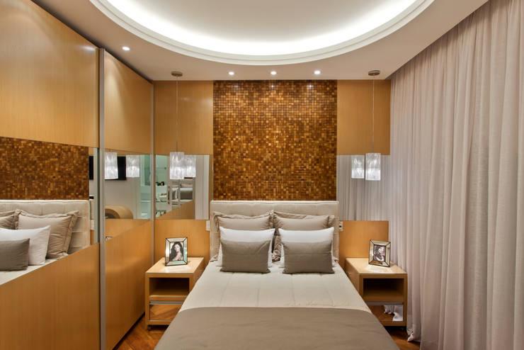 moderne Slaapkamer door Arquiteto Aquiles Nícolas Kílaris