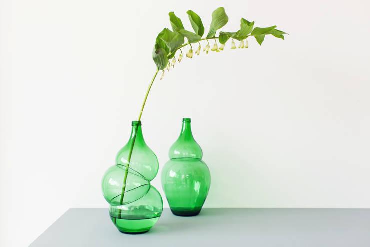 Bottles and Vases:  Woonkamer door Klaas Kuiken
