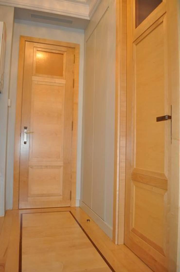 Puertas de paso decorativas en Madera de Maple: Puertas y ventanas de estilo  de MUDEYBA S.L.