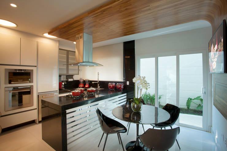 Cocinas de estilo  por Arquiteto Aquiles Nícolas Kílaris