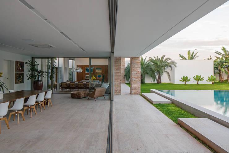 TB House: Cozinhas  por Aguirre Arquitetura