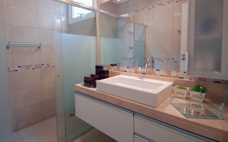 Lavabos e Banheiros: Banheiros clássicos por Celia Beatriz Arquitetura