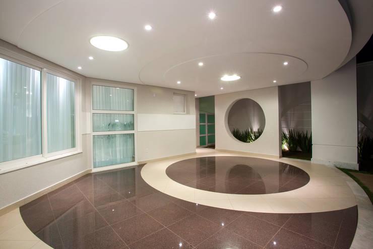 Casa Buriti Garagens e edículas modernas por Arquiteto Aquiles Nícolas Kílaris Moderno