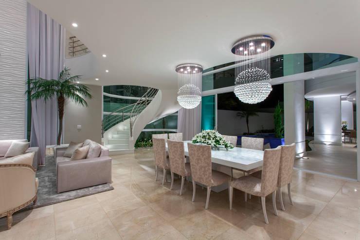 Casa Buriti Salas de jantar modernas por Arquiteto Aquiles Nícolas Kílaris Moderno