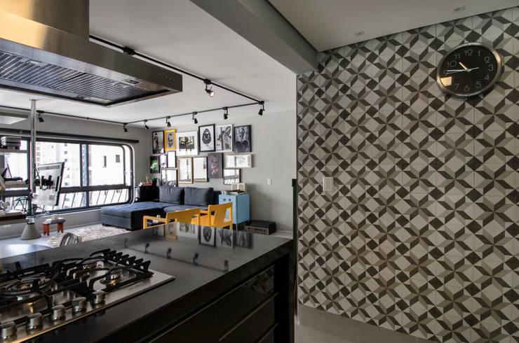 Apartamento Vila Nova Conceição: Cozinhas  por Marcella Loeb