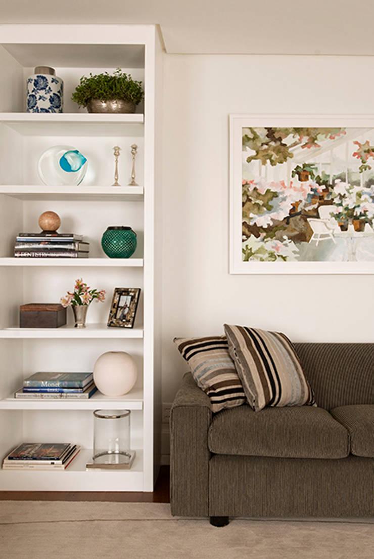 Apartamento Itaim: Salas de estar modernas por Marcella Loeb