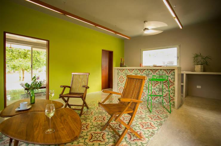 Salas / recibidores de estilo moderno por TACO Taller de Arquitectura Contextual