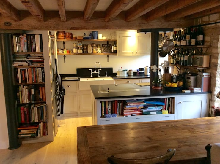 The cosey  Mill project:  Kitchen by Auspicious Furniture