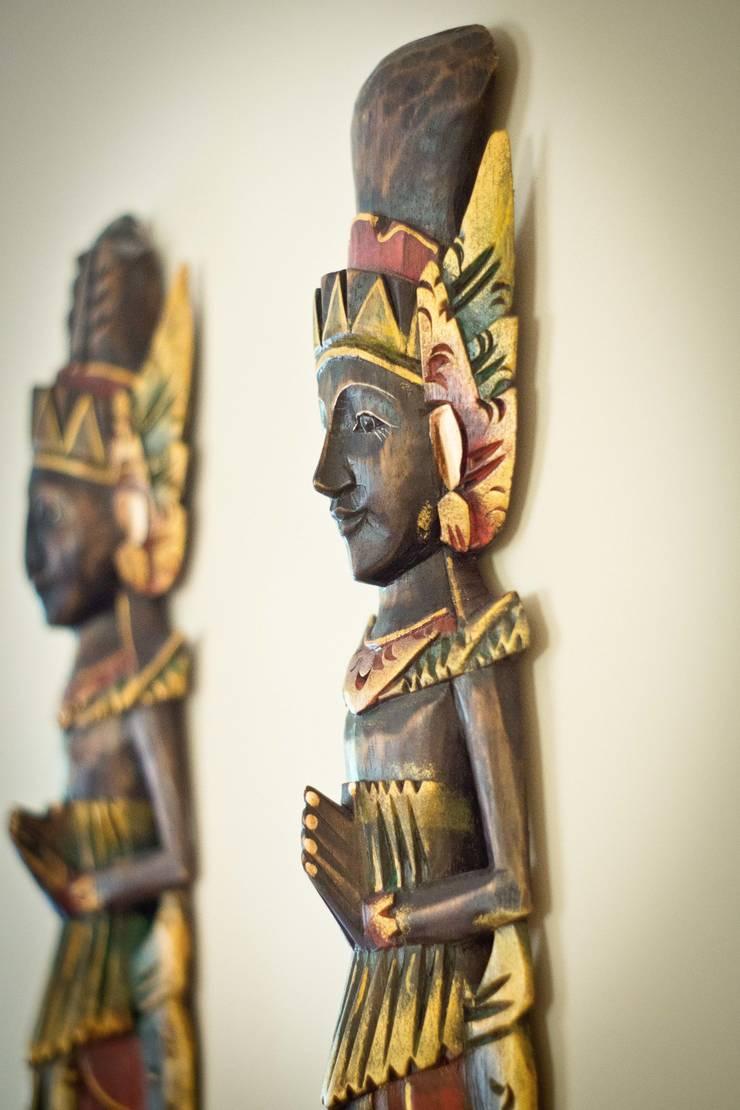 Objetos de decoração etnicos: Sala de estar  por INOVA Arquitetura