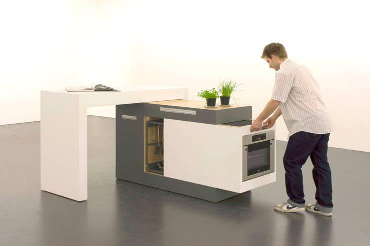 small type: minimalistische Küche von krinola