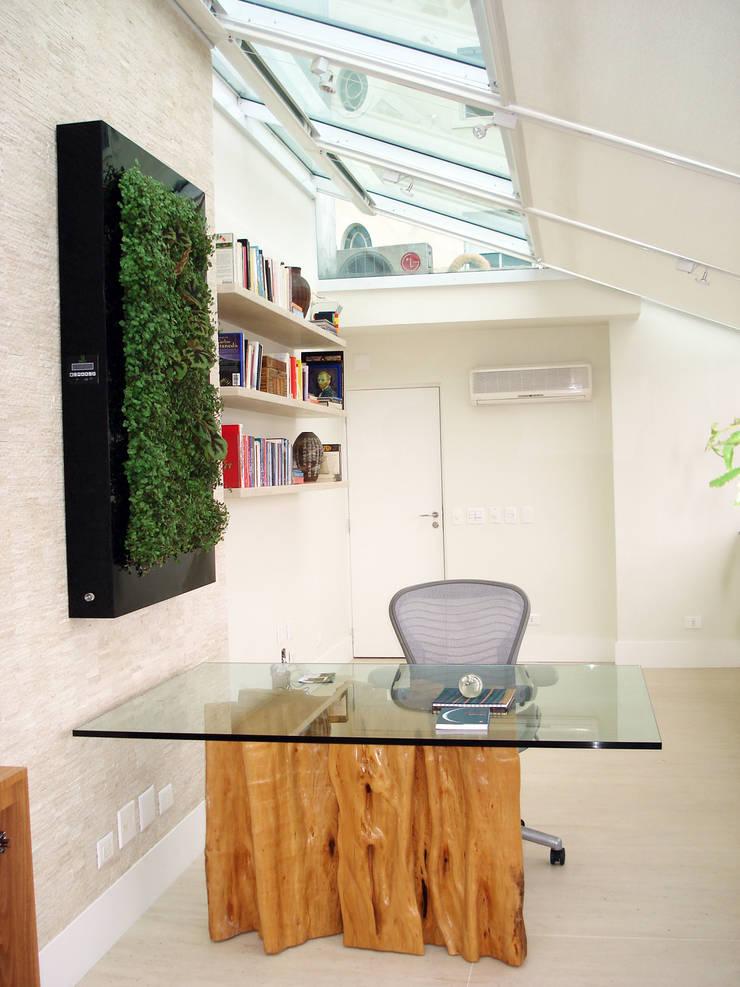 Quadro Vivo® : Escritório e loja  por Quadro Vivo Urban Garden Roof & Vertical