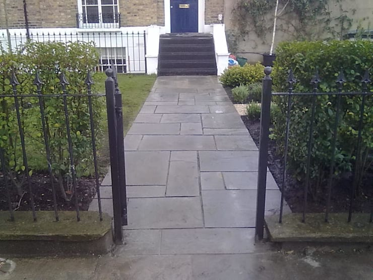 Entrance pathway: classic Garden by Greenmans Yard