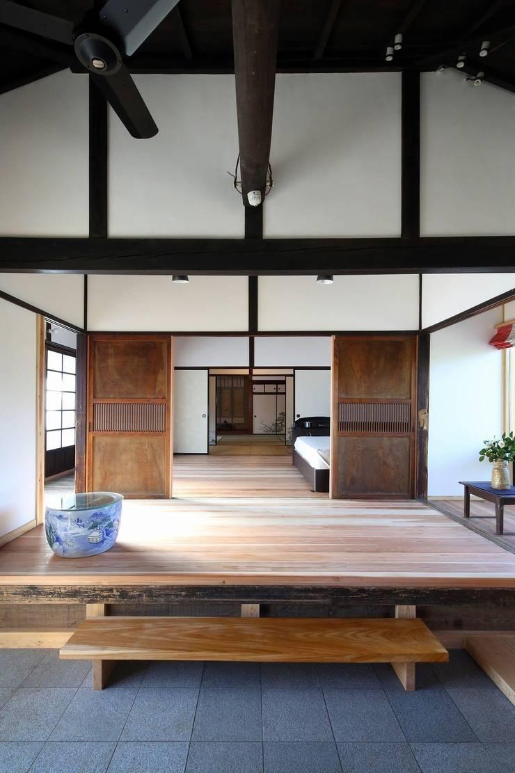 板の間: 木の家設計室 アトリエ椿が手掛けた和室です。